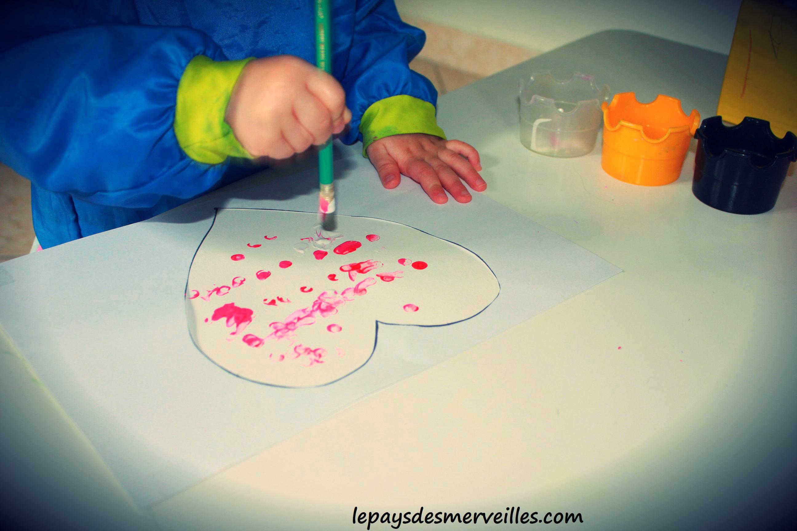 Peindre avec la gomme d 39 un crayon papier un coeur pour for Peinture pour peindre sur papier peint
