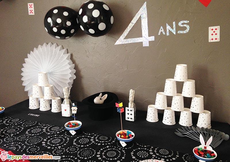 parce qu 39 avoir 4 ans c 39 est un peu magique anniversaire th me magie le pays des. Black Bedroom Furniture Sets. Home Design Ideas