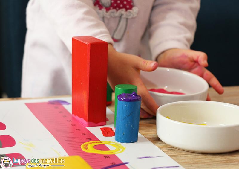 Peindre avec des cubes en bois activit manuelle for Forme peinture