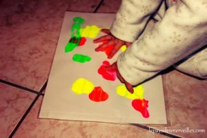 peinture propre avec les doigts pour bébé