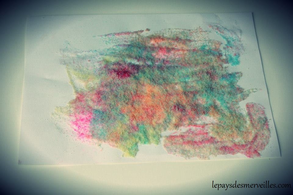 Colorer du sel avec des feutres