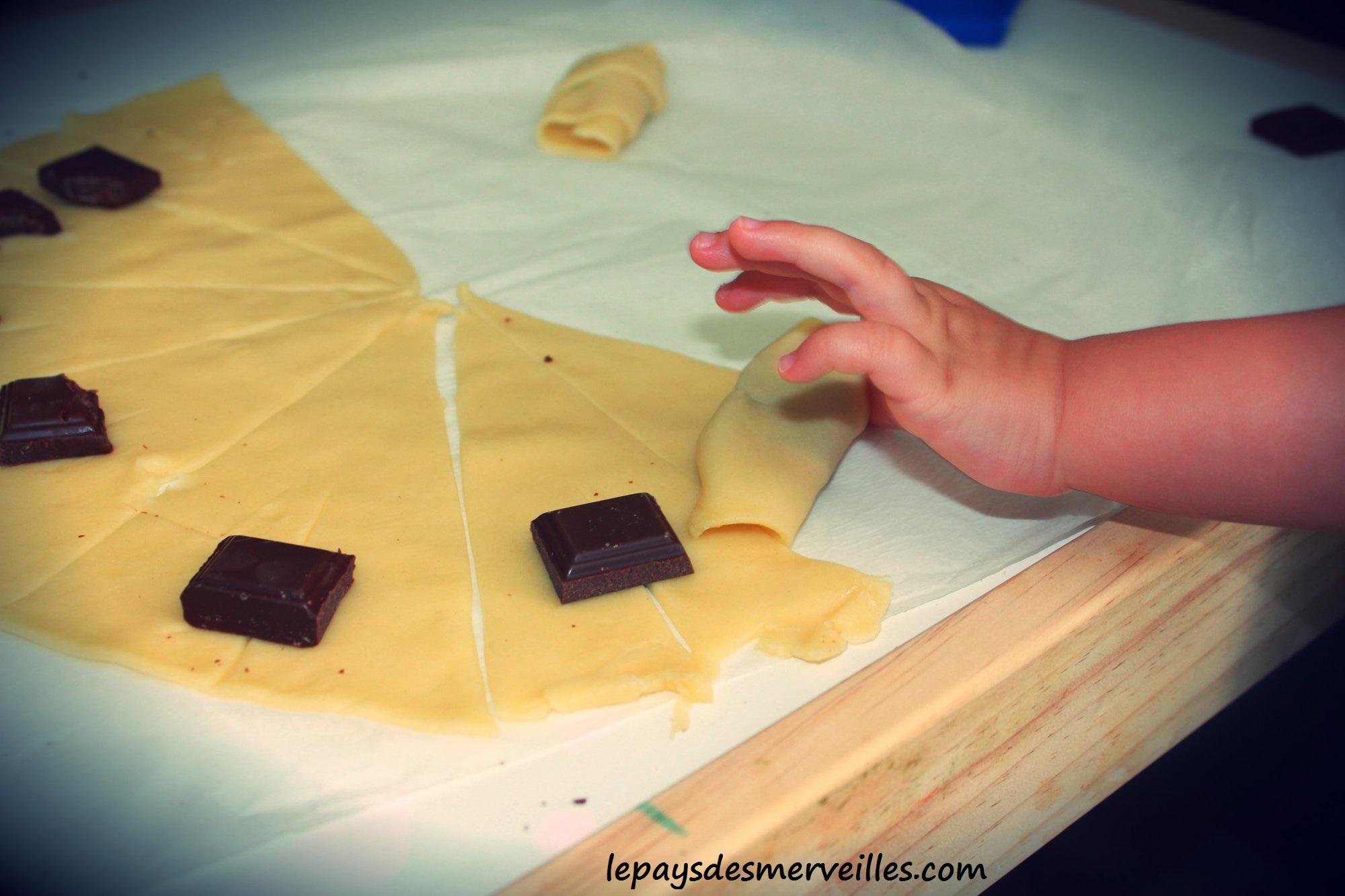 mini croissant au chocolat avec p te feuillet e le pays des merveilles. Black Bedroom Furniture Sets. Home Design Ideas