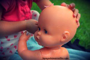 Donner le bain aux poupées (3)