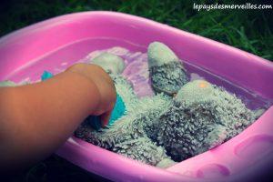 Donner le bain aux poupées (4)