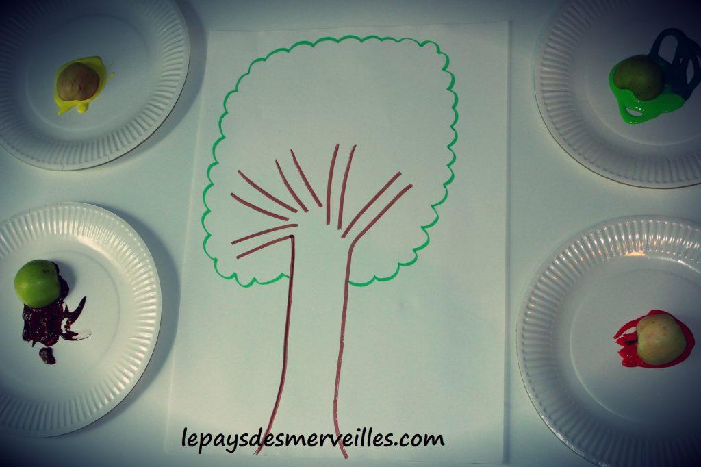 Bricolage automne peindre avec une pomme 220913 (0)