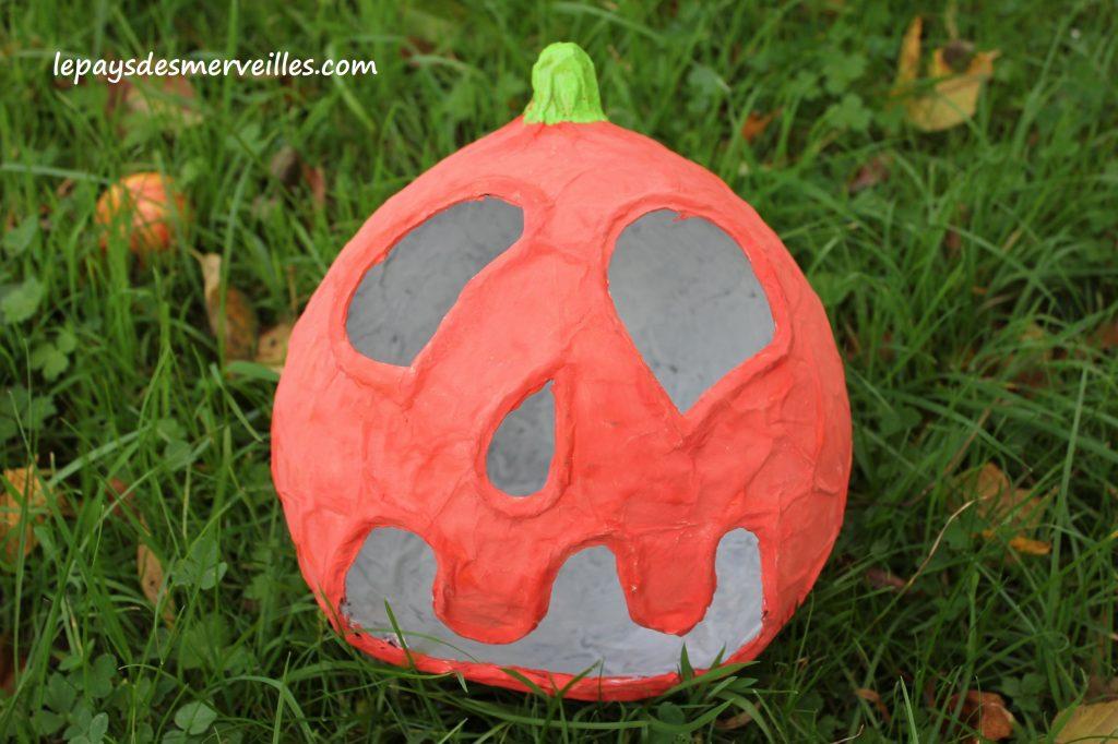 Bricolage Halloween Citrouille papier mâché