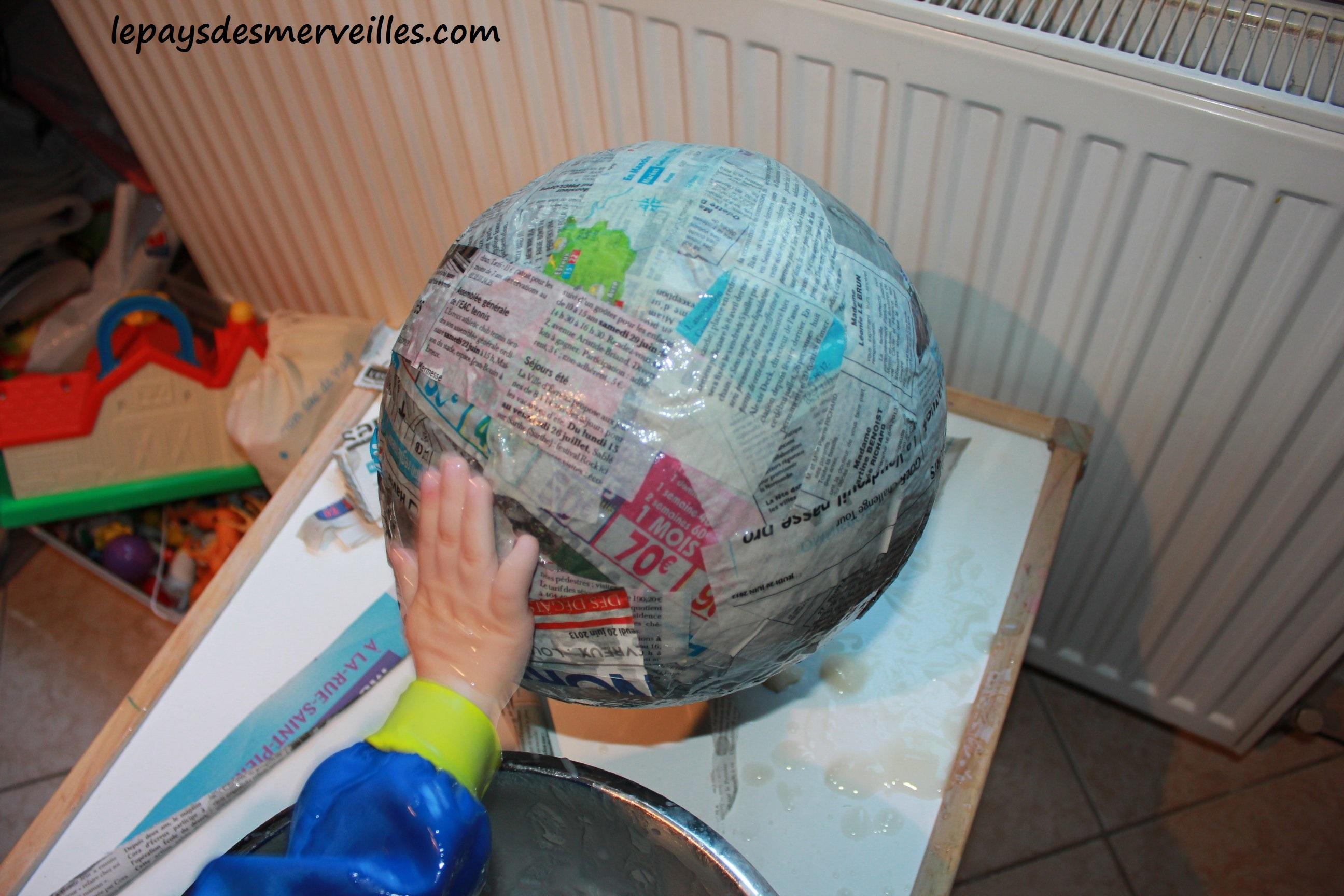papier mâché sur un ballon
