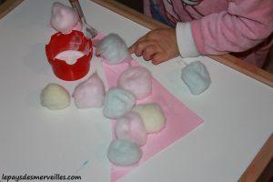 activité bonhomme de neige avec du coton et peinture (15)