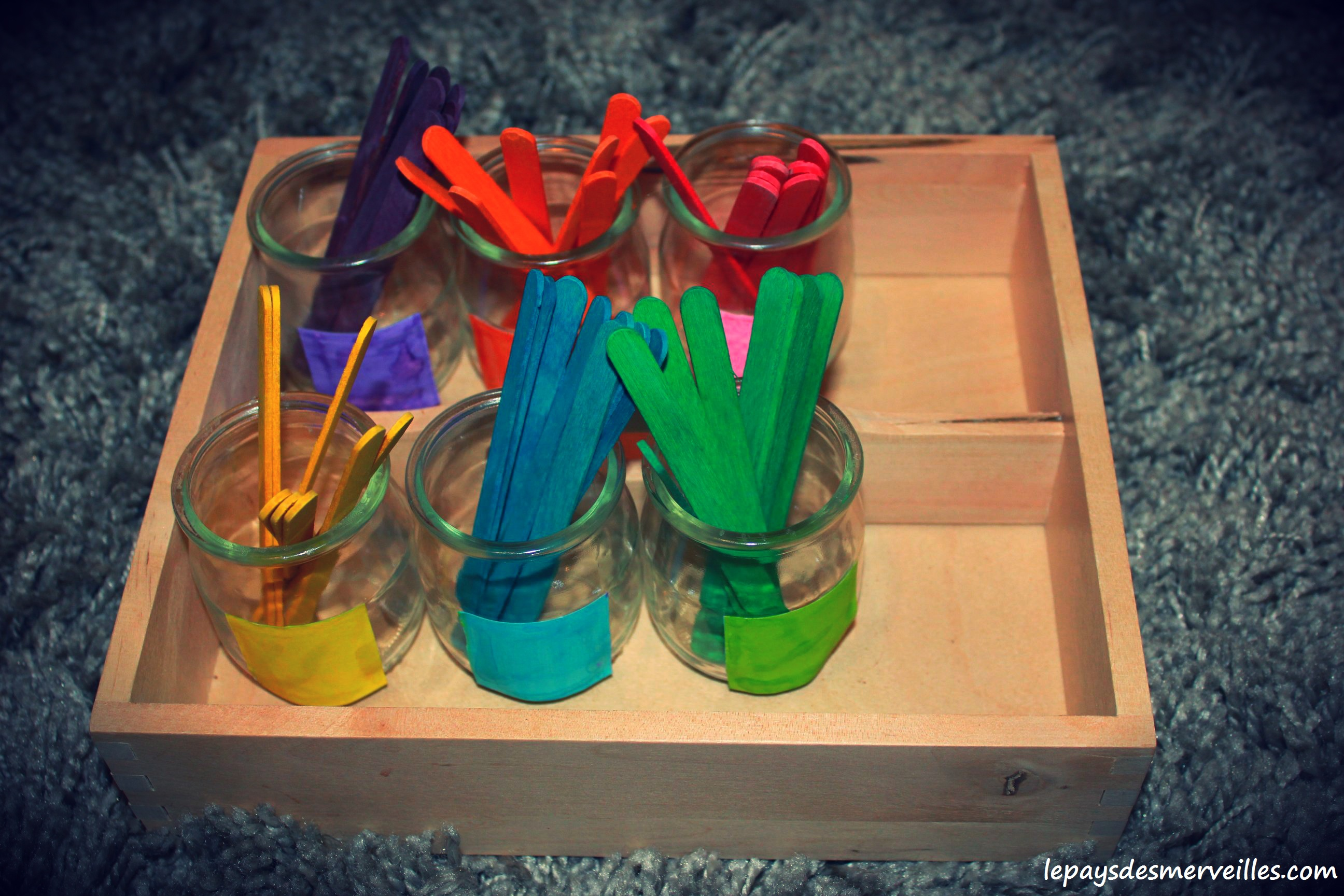 Trier les couleurs avec des b tonnets color s activit type montessori le pays des merveilles - Le plateau des couleures valence ...