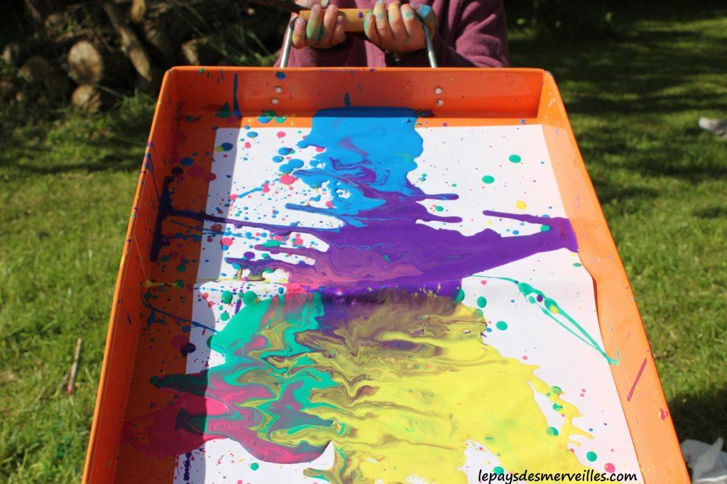 Projections et coulures de peinture - atelier traits verticaux maternelles (12)