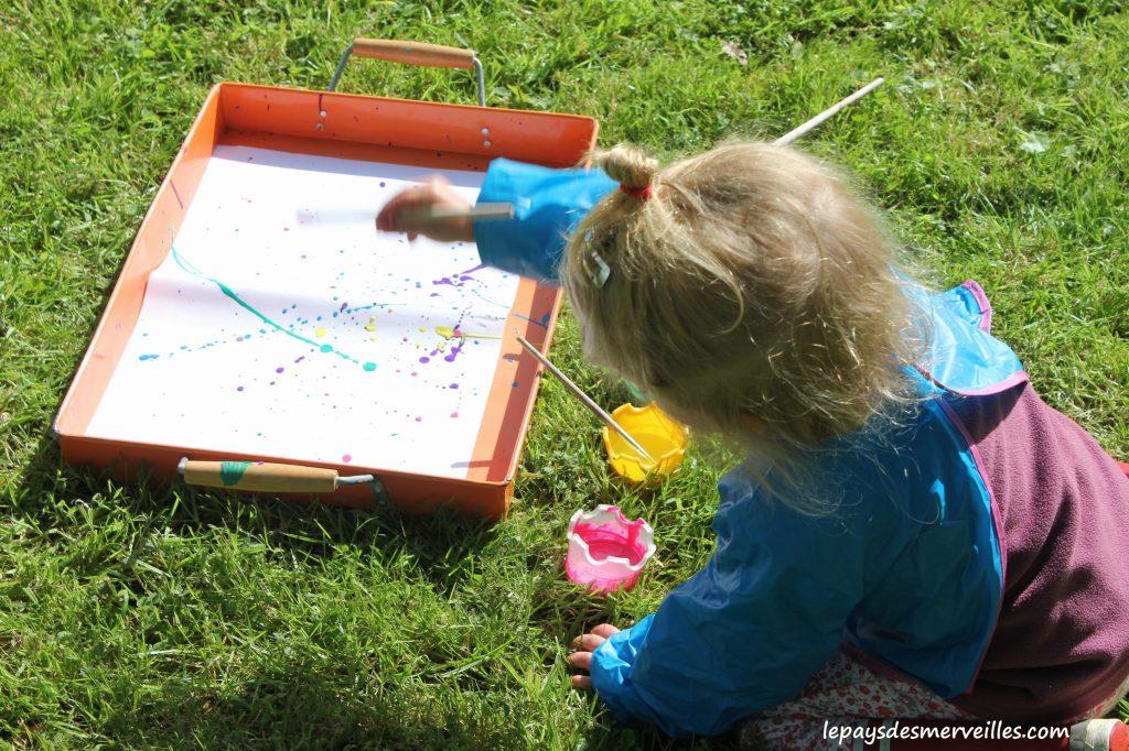 Projections et coulures de peinture - atelier traits verticaux maternelles (2)
