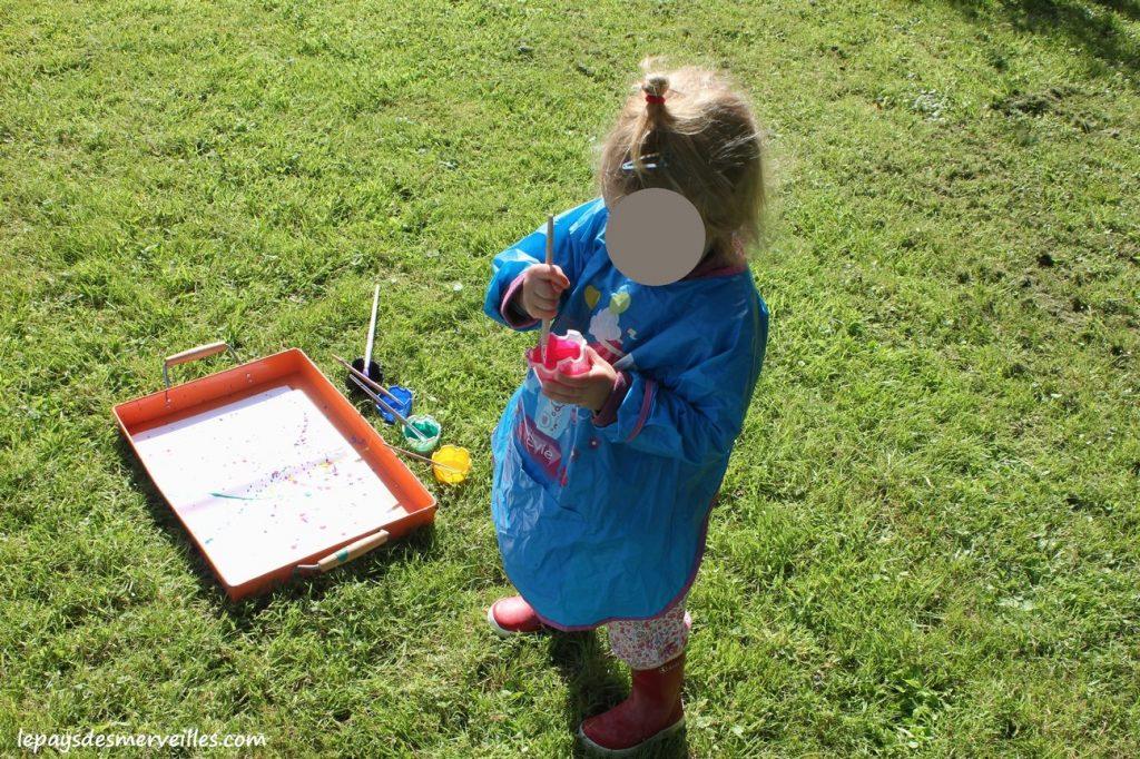 Projections et coulures de peinture - atelier traits verticaux maternelles (3)