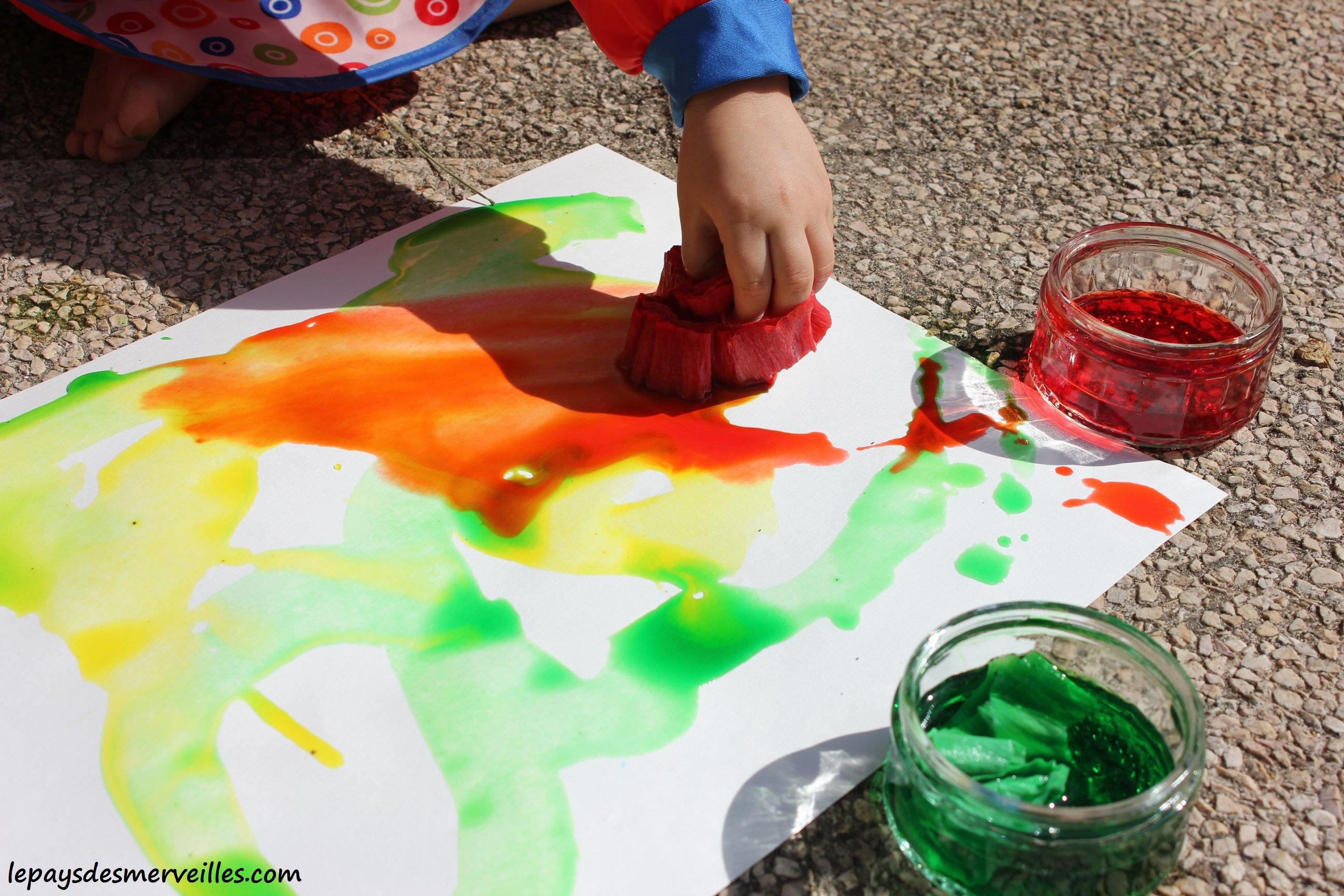 Peindre avec du papier crépon - Peinture aquarelle - Le pays des merveilles