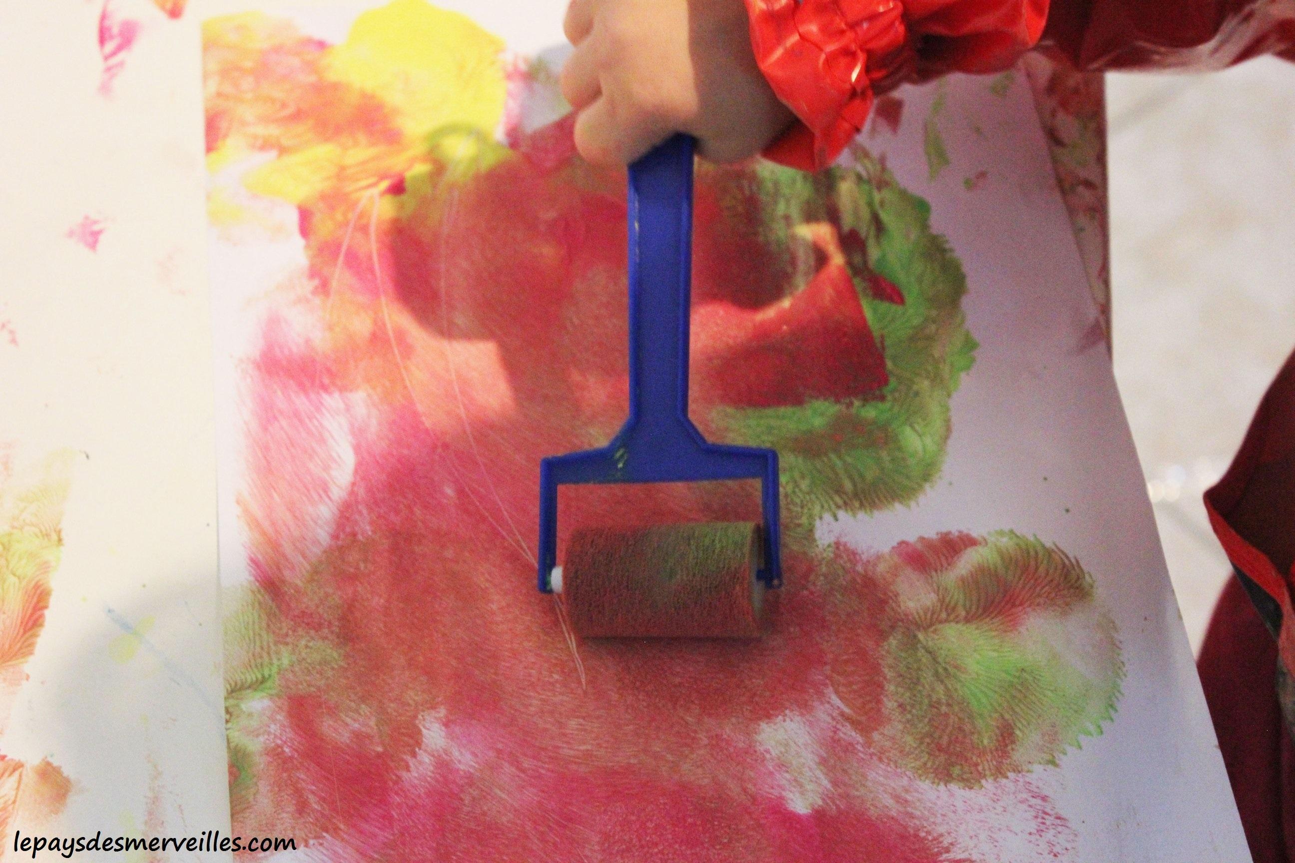 Peindre avec un ballon de baudruche le pays des - Avec quoi recouvrir du carrelage ...