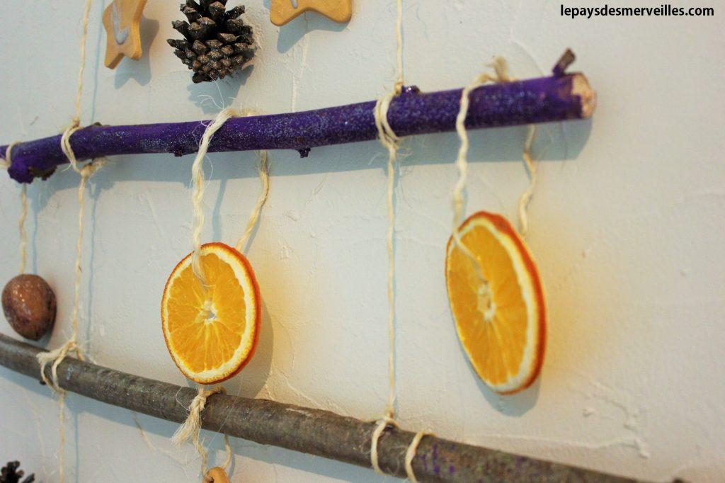 Arbre de Noel avec des tranches d'oranges séchées