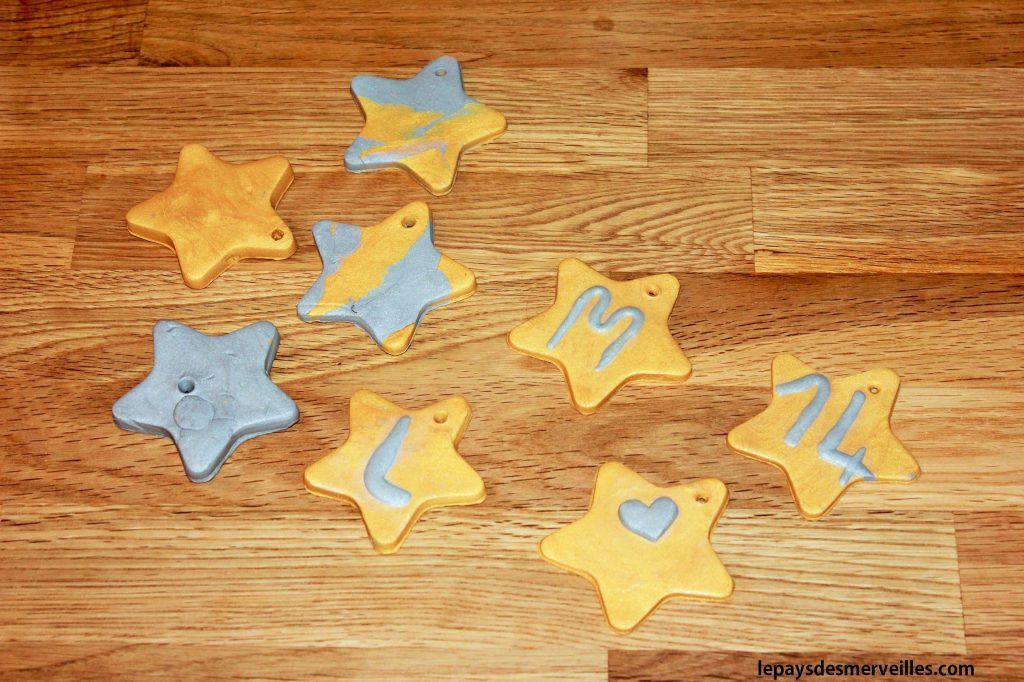 étoiles en pâte autodurcissante or et argent