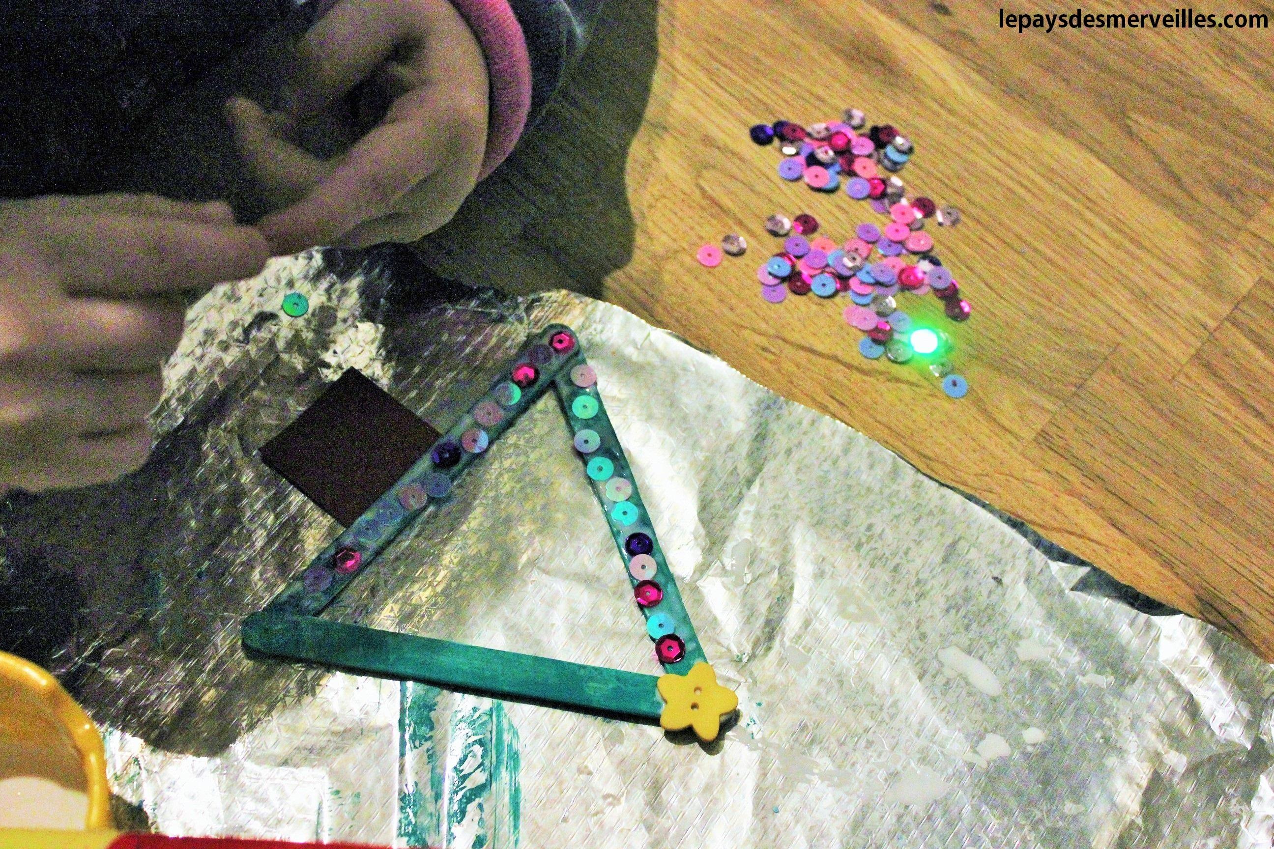 Nos activit s manuelles de no l 7 des sapins faits avec - Bricolage de noel enfant ...