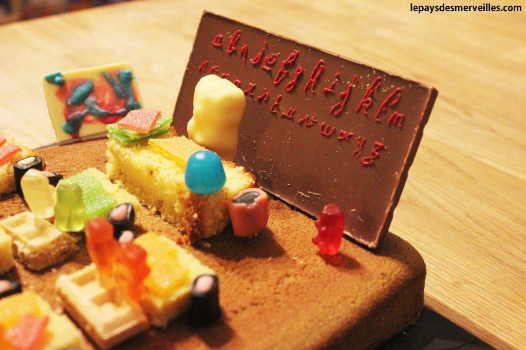 gâteau salle de classe bonbons