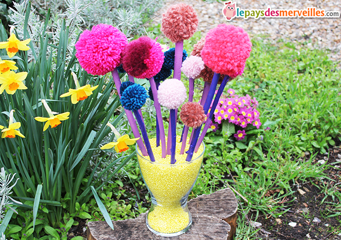 diy son joli bouquet de printemps fait de pompons l art est un jeu d enfant 6 le pays des. Black Bedroom Furniture Sets. Home Design Ideas