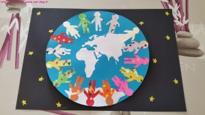 la terre dans l'univers enfants du monde