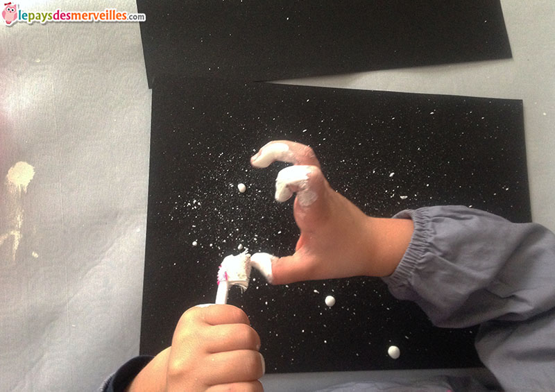 activité manuelle peinture brosse à dent