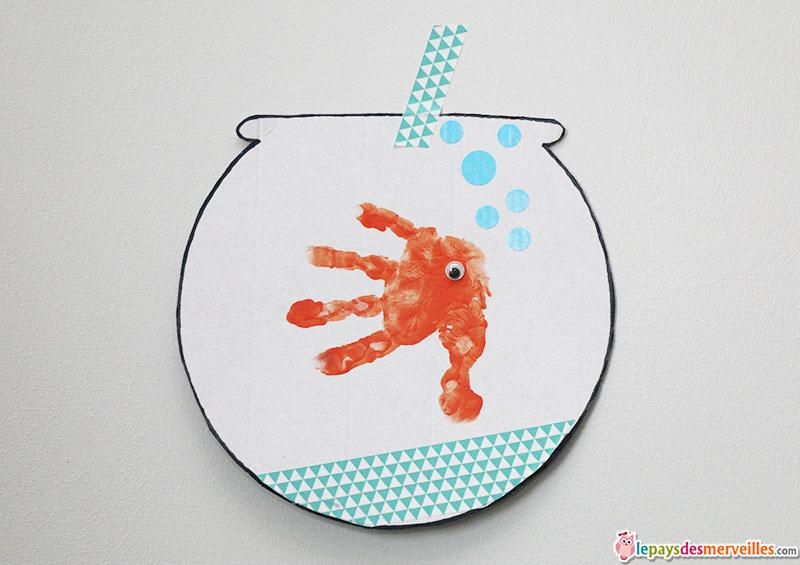 poisson dans son bocal empreinte de main