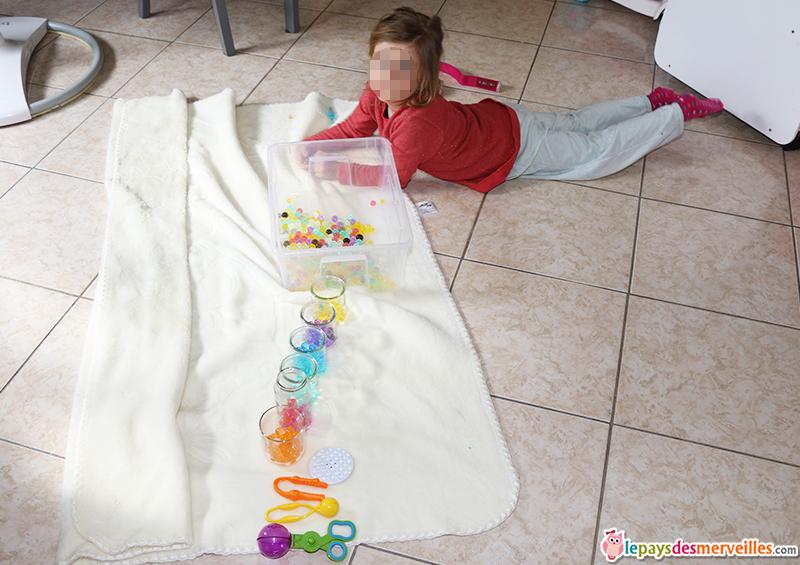 activite montessori tri couleurs avec perles d'eau