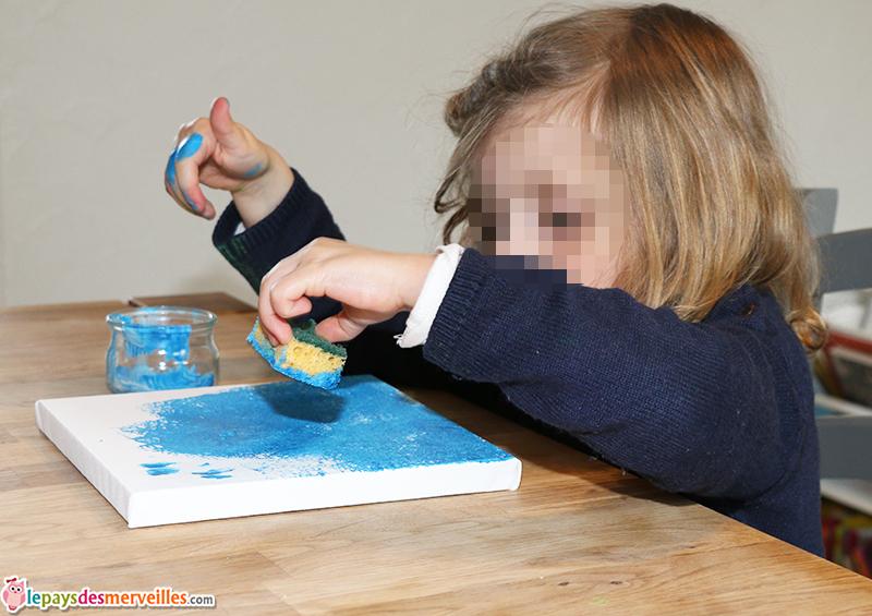 peinture bleu à l'eponge