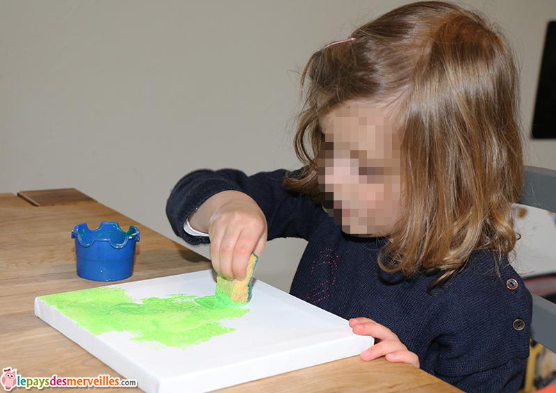 peinture à l'éponge sur une toile
