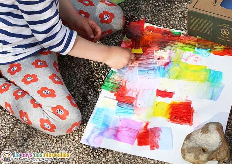 Peindre avec du papier cr pon color et de l 39 eau for Peut t on peindre sur du papier peint