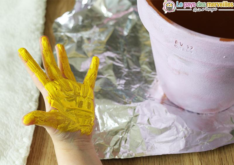 empreinte main pot terre cuite
