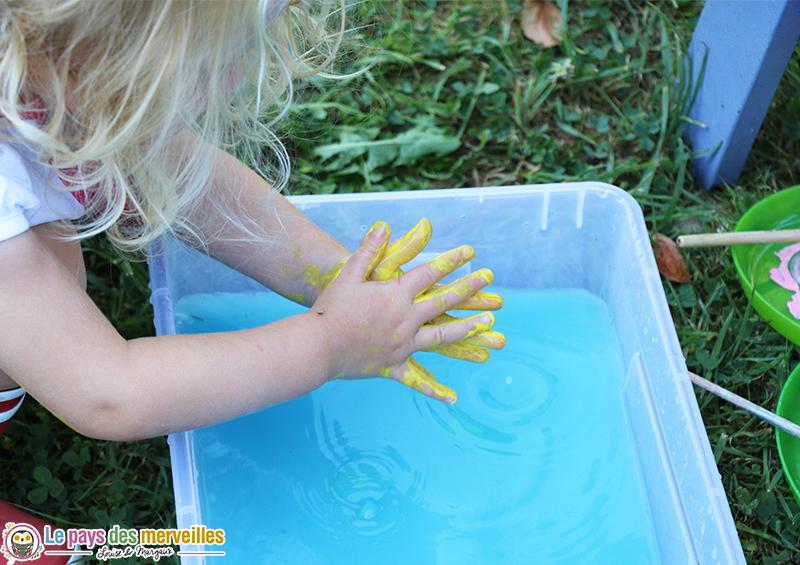 lavage main enfant peinture