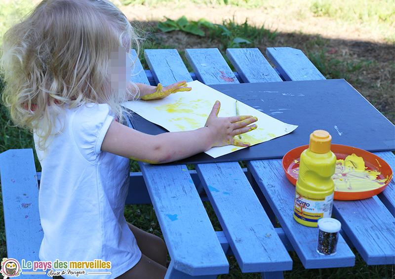 peinture avec les mains 2 ans