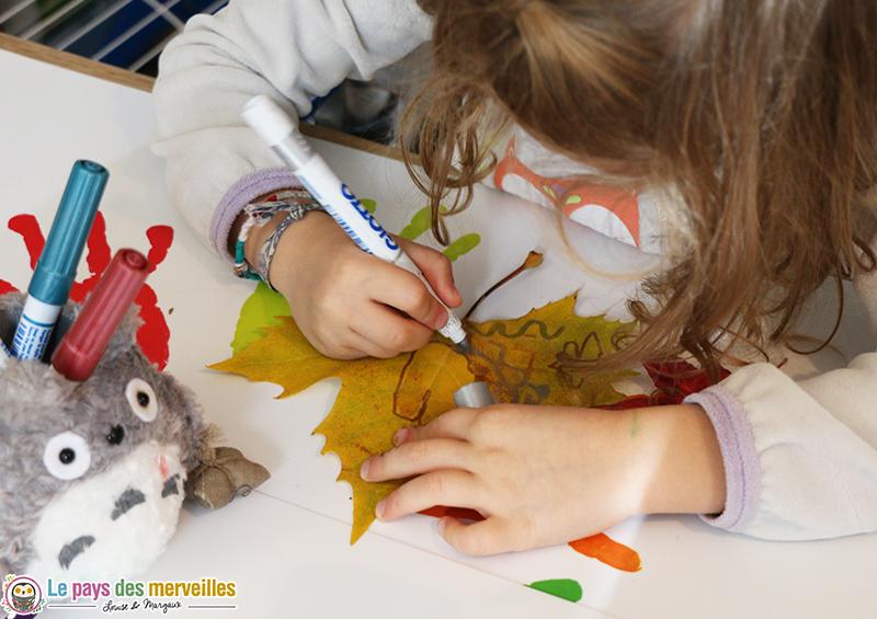 d corer des feuilles d 39 automne avec des feutres m tallis s. Black Bedroom Furniture Sets. Home Design Ideas