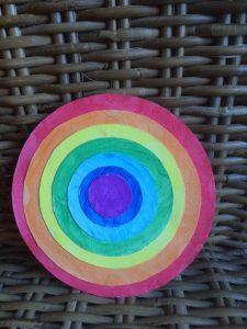 collage-peinture-arc-en-ciel-cercle