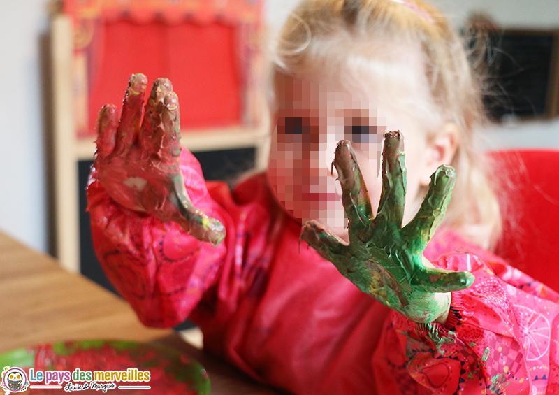 peinture-enfant-main