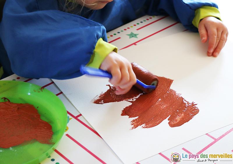 peinture-enfant-marron-rouleau