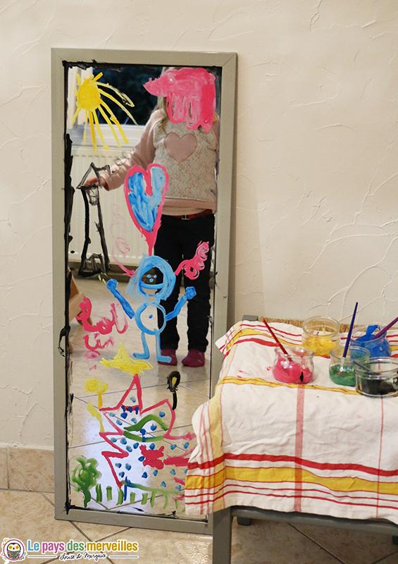 peindre sur un miroir gouache produit vaisselle. Black Bedroom Furniture Sets. Home Design Ideas