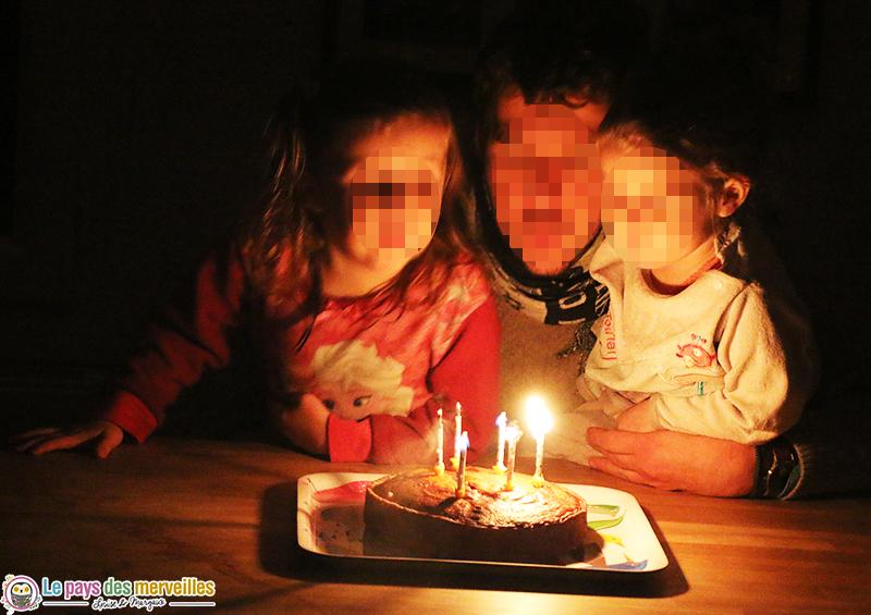 gâteau d'anniversaire réalisé par les enfants