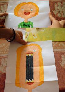 Pliage permettant de faire une grande bouche sur un dessin