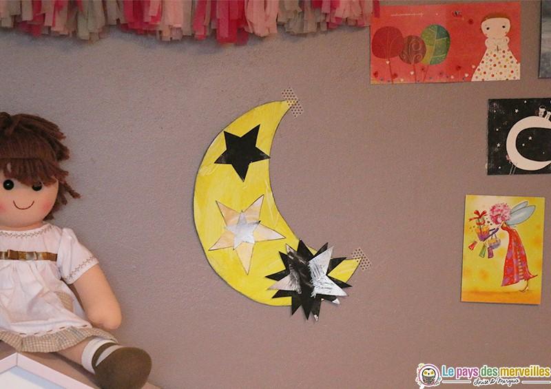 Décoration chambre enfant peinture lune et étoiles