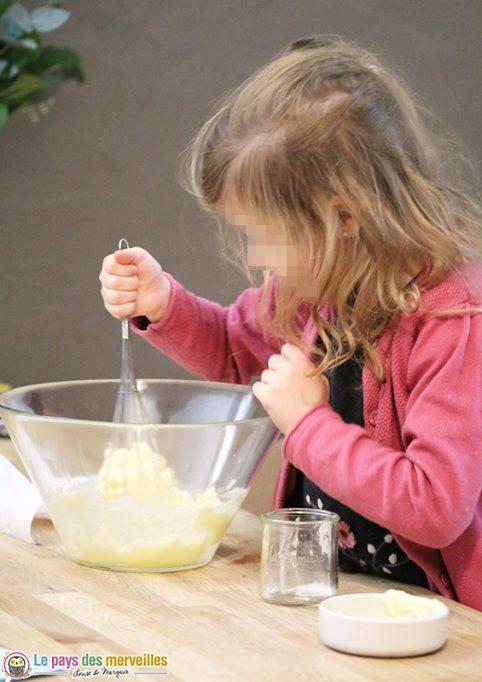 recette de gâteau réalisée par un enfant de 5ans