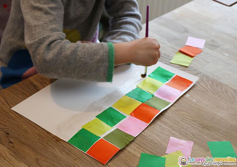 collage papier de soie coloré en forme de carré