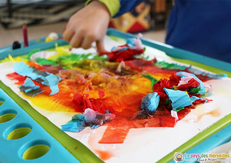 Peinture au papier cr pon et graphisme bricolage de p ques - Activite avec papier crepon ...