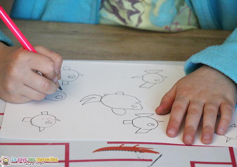 Enfant de 5 ans qui dessine des poissons