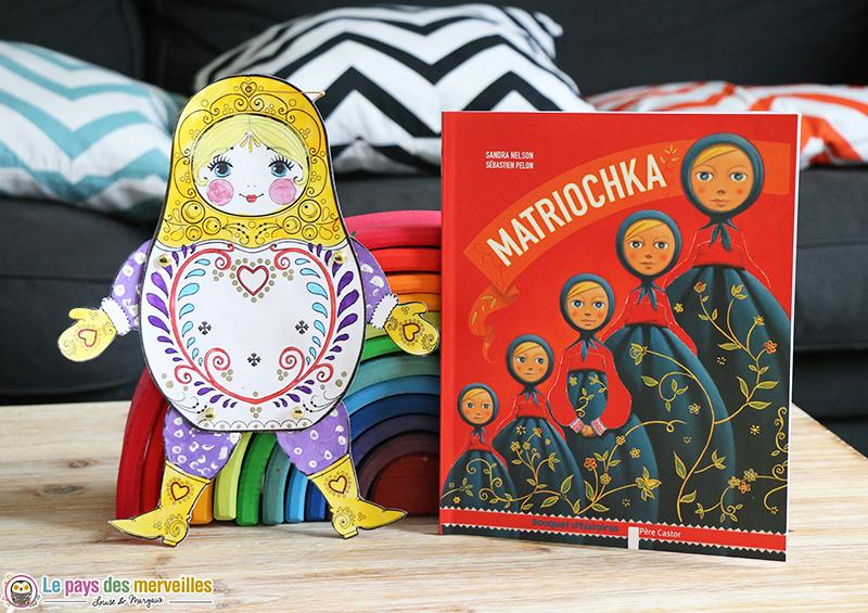 Livre Matriochka et bricolage d'une poupée russe