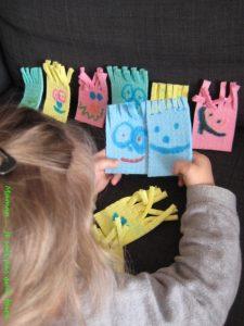 Monstres avec des éponges colorées
