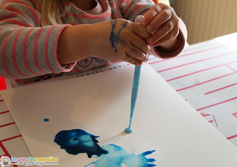 tâches de peinture réalisées avec une pipette