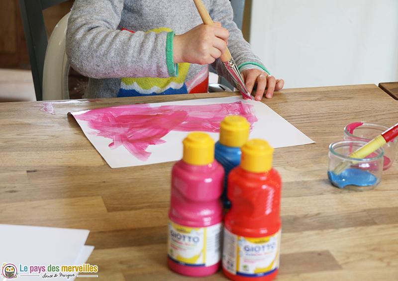 peindre une feuille avec de la gouache Giotto rose