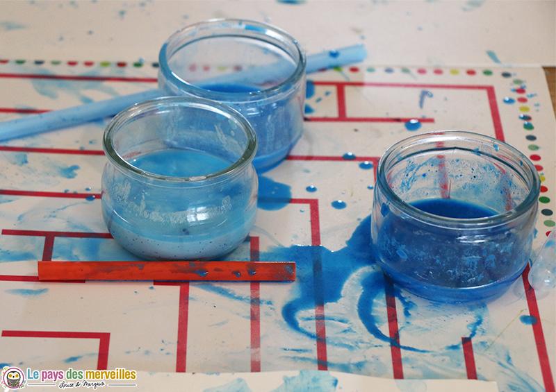 Pot de peinture mélangée avec de l'eau